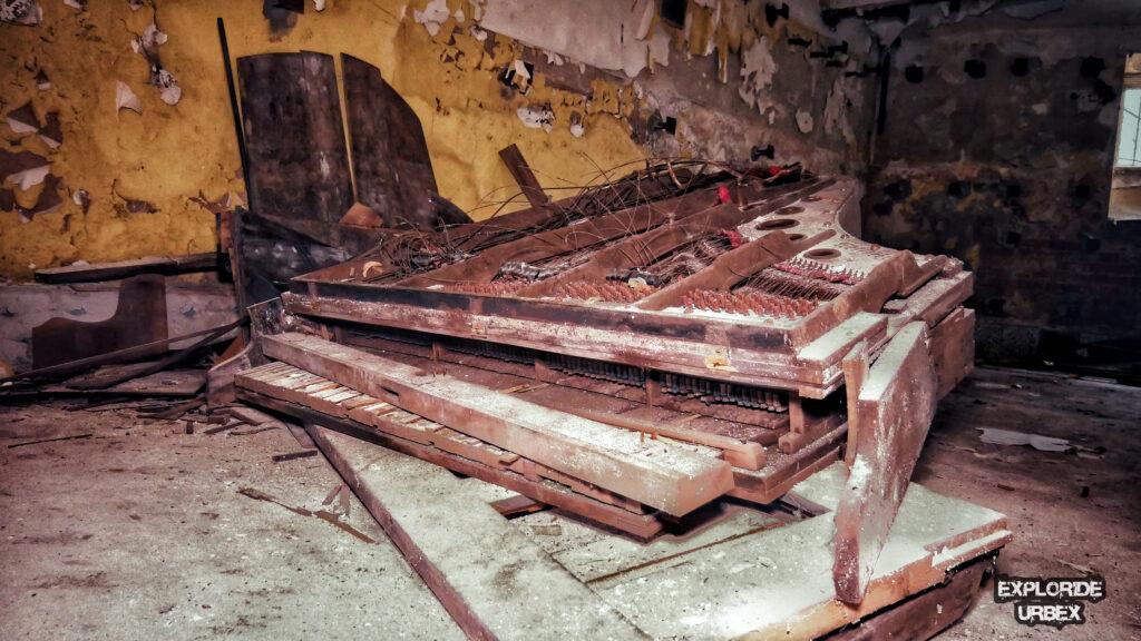 opuszczony pałac lubomirskich wiązowna warszawa otwock urbex xviii